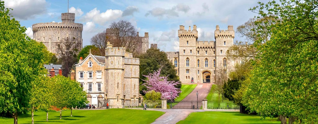 Tour of LEGOLAND® and Windsor Castle with private driver