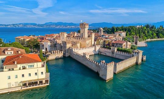 Gita di un giorno sul Lago di Garda con tour in barca, degustazione di vini e pranzo