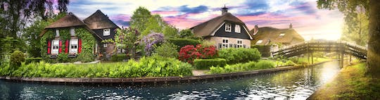 Private day trip to Giethoorn with 1-hour boat tour