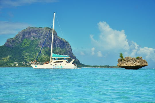 Île aux Bénitiers Catamaran Cruise