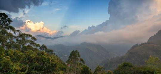 Excursión de día completo al pueblo de Atanwala, cascadas Sera Ella y Pitawala Pathana
