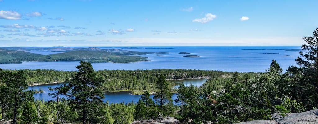 Caminata y observación de vida silvestre en el parque natural de Suecia