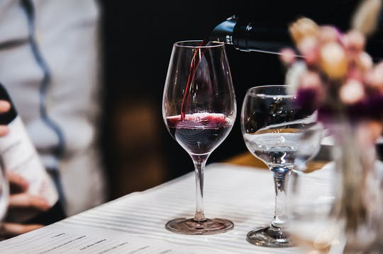 Sesión privada de maridaje de vinos y chocolates en París