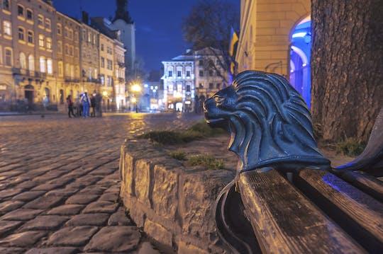 Passeio a pé de Lviv à noite