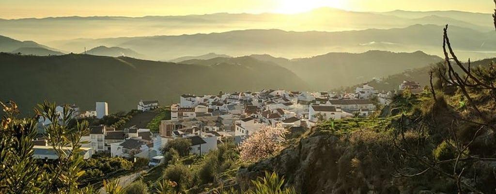 Excursión de senderismo por el desfiladero de El Saltillo y el pueblo blanco desde Málaga