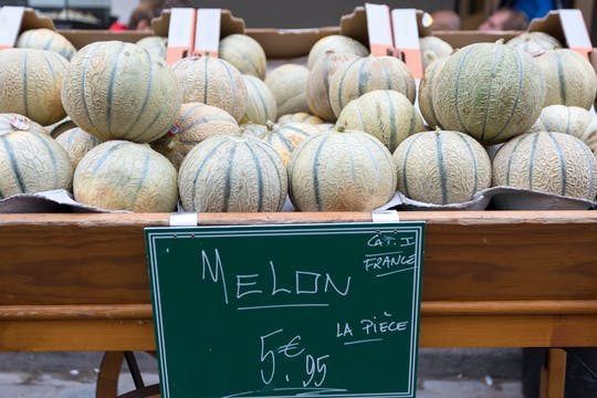 Food tour of the Marché d'Aligre in Paris