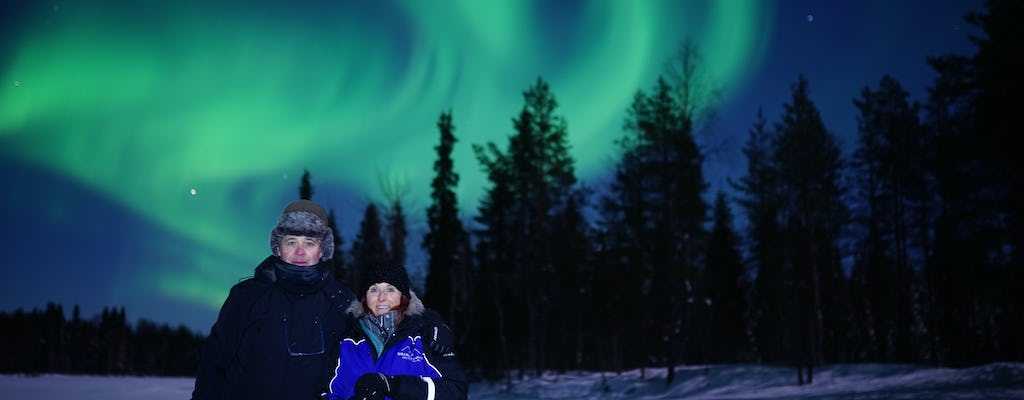 Northern lights wilderness tour with professional camera