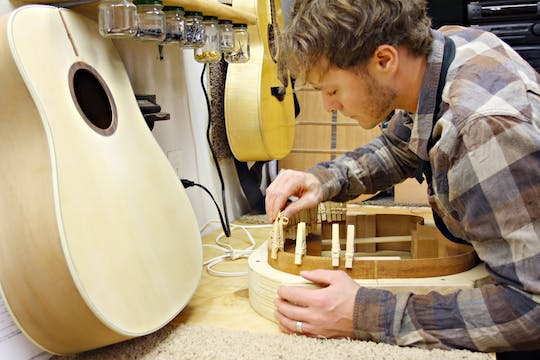 Guitar master class and workshop with a well-known luthier