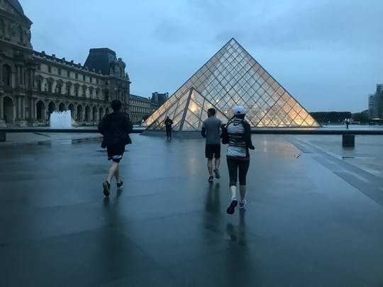 Running tour of Paris by night