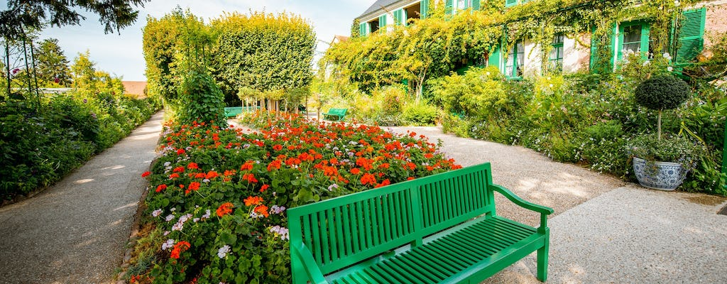A 9-hour private excursion to Giverny and Versailles from Paris