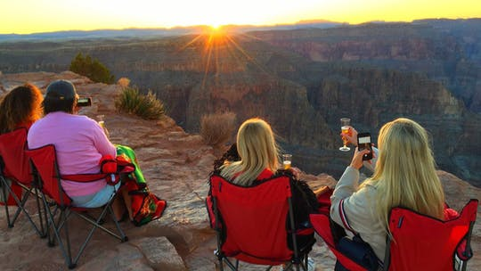 Wycieczka po zachodzie słońca nad Wielkim Kanionem Z Las Vegas