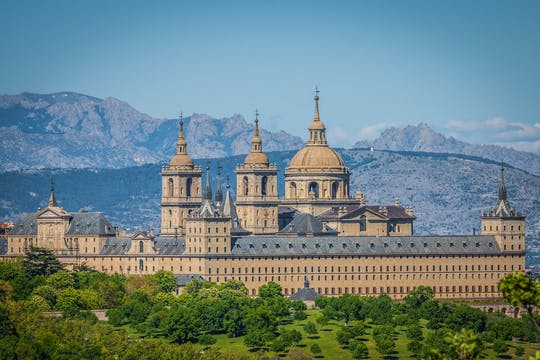 Escorial Monastery morning tour and Tablao Torres Bermejas flamenco show