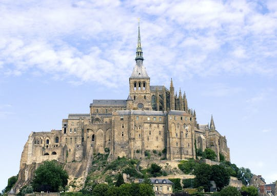 Private day trip to Mont Saint-Michel and Honfleur from Paris