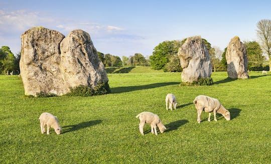 Excursão de um dia para grupos pequenos por Bath, Avebury e Lacock Village saindo de Londres