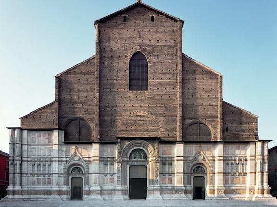 Private tour of the churches and cathedrals in Bologna