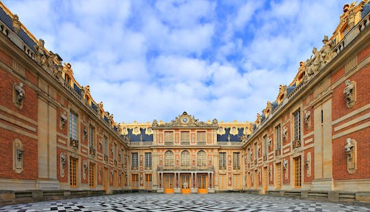Last entry tour of Versailles with Gardens or Fountains Show