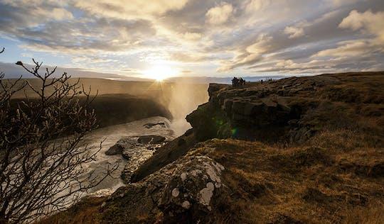 Excursión en grupo pequeño al Círculo Dorado con el cráter Kerið y la granja Friðheimar