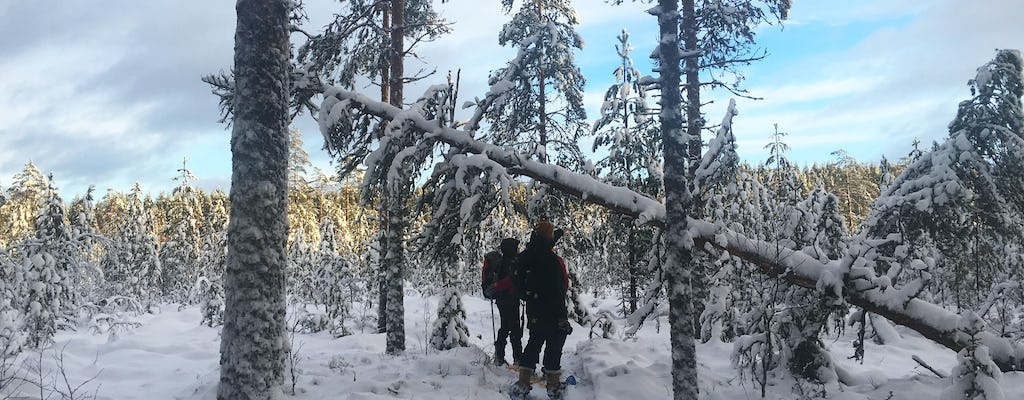 Beginners snowshoeing excursion