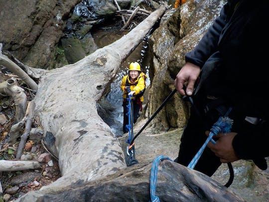Альпинизм и каньонинг приключения жонглер на каньон в Голубых горах