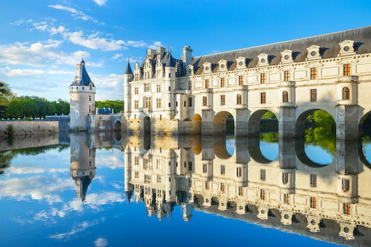 Visit Chambord, Chenonceau and Cheverny Castles from Paris