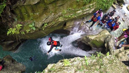 Avventura di canyoning a Badian di un'intera giornata