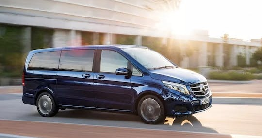Private transfer from Lisbon to Porto with one-stop