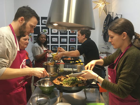 Vegetable paella cooking class and Ruzafa market visit