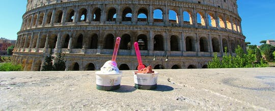 Tour in bici elettrica della street art e dello street food di Roma