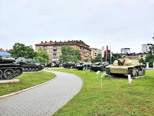 Visita autoguiada en el Museo Nacional de Historia Militar de Sofía.