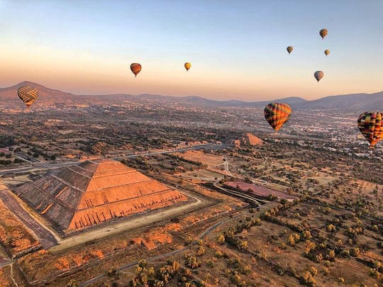 Teotihuacan pyramids guided excursion and hot air balloon ride