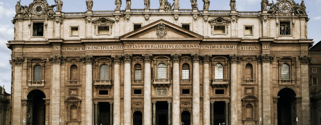 Beauty and history private photo tour in Rome