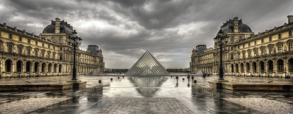 The famous landmarks of Paris private photography tour