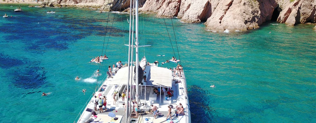 Cruzeiro de catamarã para grupos na Costa Brava