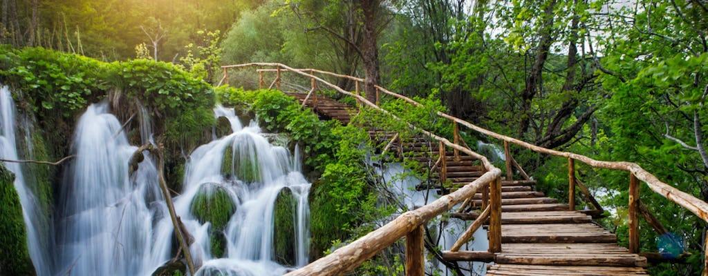 Viagem de dia inteiro ao Parque Nacional dos Lagos Plitvice da costa da Eslovênia