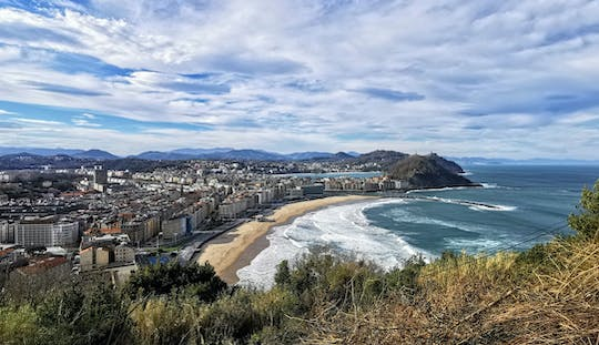 San Sebastian sightseeing tour with pintxos