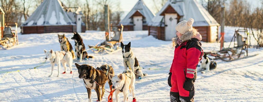 Dia em família com motos de neve, animais árticos e Santa Village