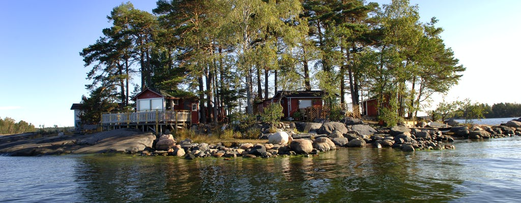 RIB boat experience in the Helsinki archipelago
