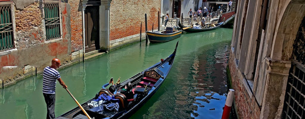 Falling in love in Venice - gondola ride and romantic dinner