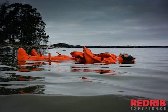 Experiencia flotante traje de supervivencia