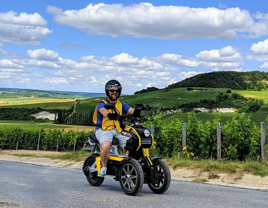 Self-guided tour around Epernay in electric scooter