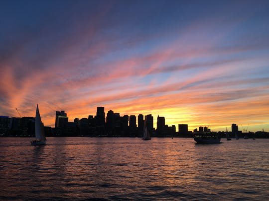 Crucero al atardecer en yate Northern Lights en Boston
