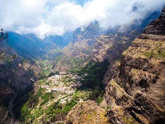 Met een 4x4 naar de kliffen en valleien van Madeira