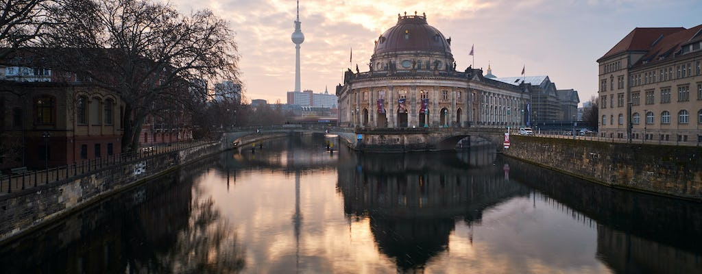 Berlin to the max private photography walking tour