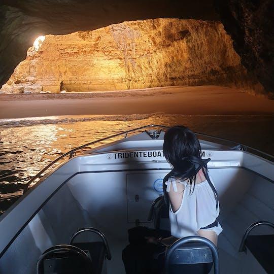 Passeio particular de barco pelas cavernas de Benagil