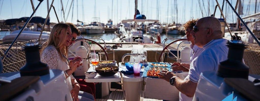 Experiência de barco à vela ao pôr do sol com aperitivo