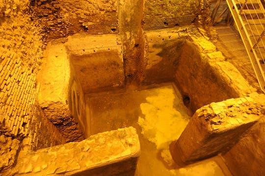 Tour subterrâneo da Fontana de Trevi com guia