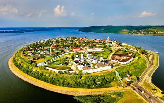Tour a la ciudad isleña de Sviyazhsk con observación del Templo Universal
