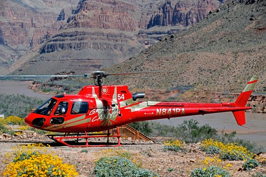 Grand Canyon West Rim: bustour met helikoptervlucht en boottocht