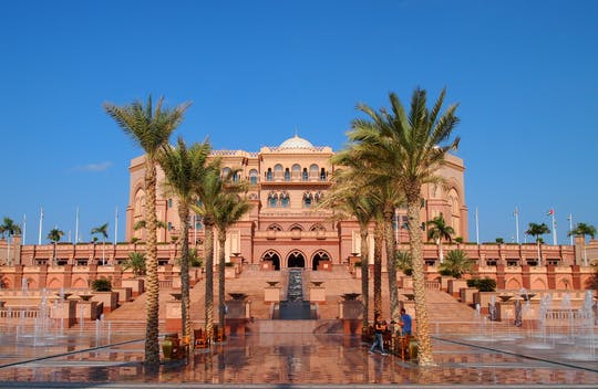 Stadtrundfahrt durch Abu Dhabi und Kaffee im Emirates Palace ab Dubai
