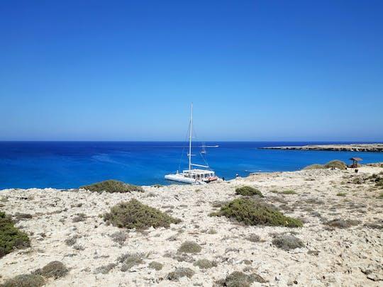 Balade de détente en catamaran dans la baie de Konnos